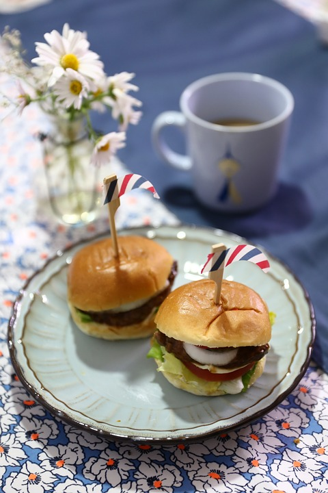 Mini Burgers - 15 Unique Wedding Food Ideas by Spiros