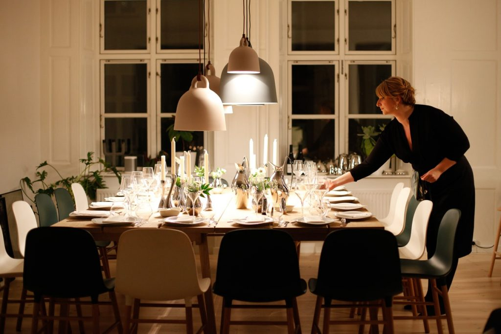Spiros Christmas party checklist - setting up the table
