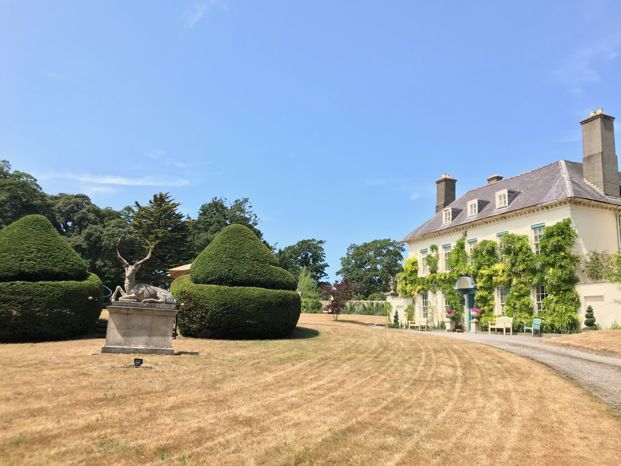 Gileston Manor's sweeping driveway up to the venue - Spiros Fine Dining & Events